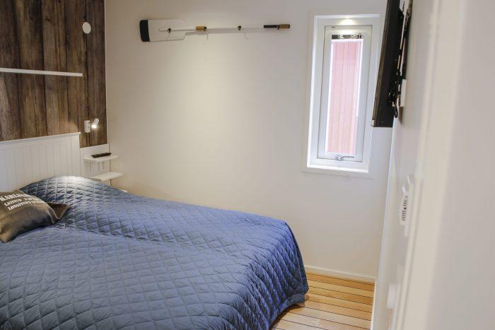 Master bedroom stugsvit skärgård
